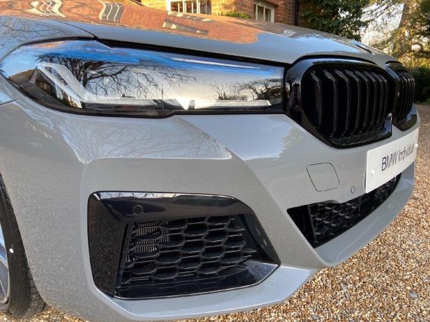 2021 BMW 540i MHT M Sport Touring Steptronic xDrive 5-door  - Image: 5