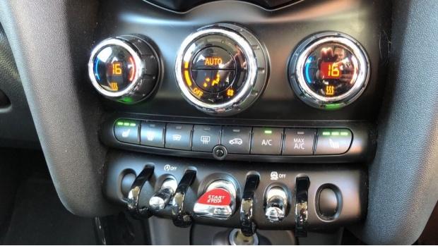 2017 MINI 5-door Cooper S (Green) - Image: 19