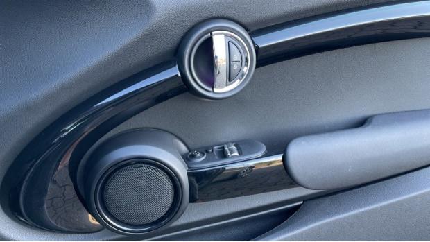 2018 MINI Cooper S 3-door Hatch (Grey) - Image: 20