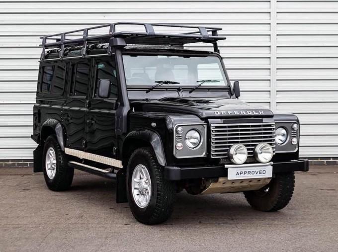 2014 Land Rover D XS (7 Seats) Station Wagon 5-door (Black) - Image: 1