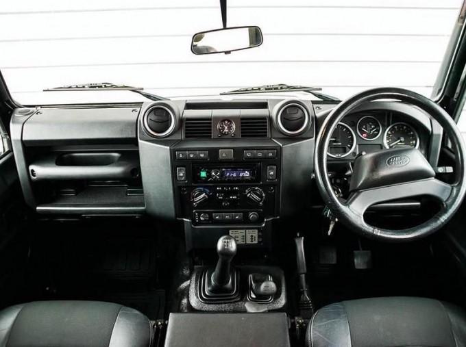 2014 Land Rover D XS (7 Seats) Station Wagon 5-door (Black) - Image: 9