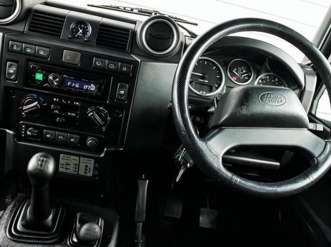2014 Land Rover D XS (7 Seats) Station Wagon 5-door (Black) - Image: 10