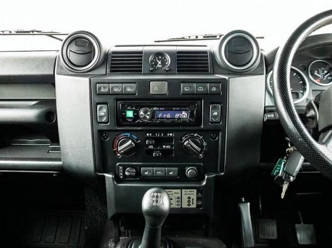 2014 Land Rover D XS (7 Seats) Station Wagon 5-door (Black) - Image: 11