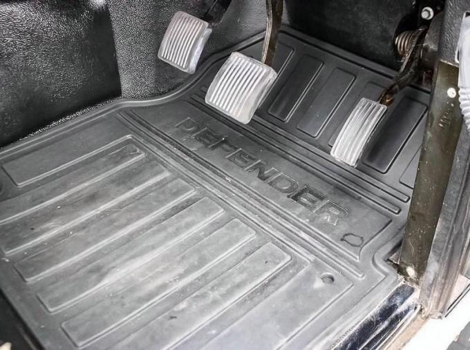 2014 Land Rover D XS (7 Seats) Station Wagon 5-door (Black) - Image: 13