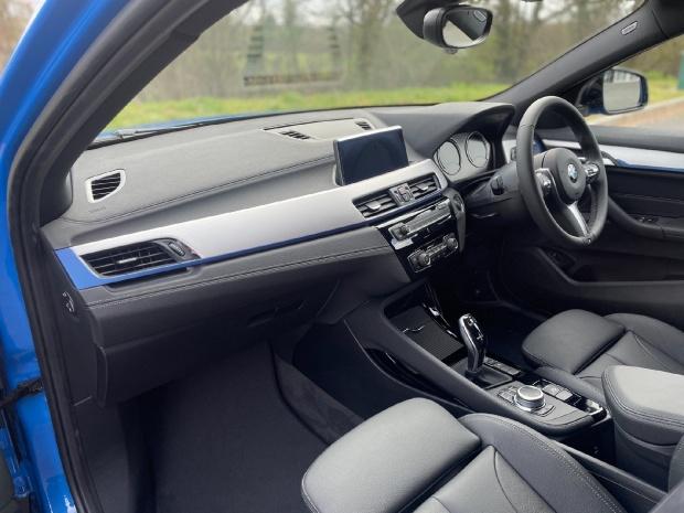 2021 BMW 20i M Sport DCT sDrive 5-door (Blue) - Image: 5