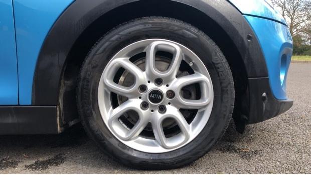 2018 MINI Cooper 3-door Hatch (Blue) - Image: 14