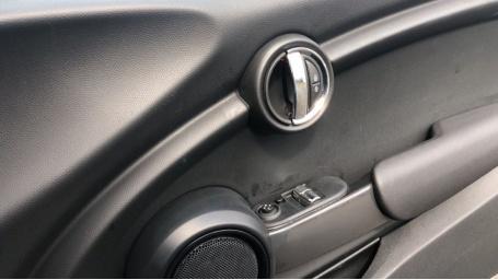 2018 MINI Cooper 3-door Hatch (Blue) - Image: 20