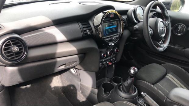 2019 MINI 3-door Cooper Sport (Black) - Image: 7