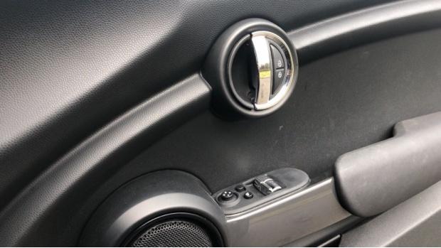2019 MINI 3-door Cooper Sport (Black) - Image: 20