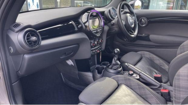 2017 MINI Cooper 3-door Hatch (Silver) - Image: 7