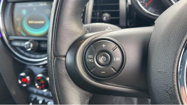 2017 MINI Cooper 3-door Hatch (Silver) - Image: 17