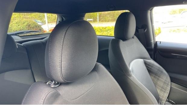 2017 MINI Cooper 3-door Hatch (Silver) - Image: 26