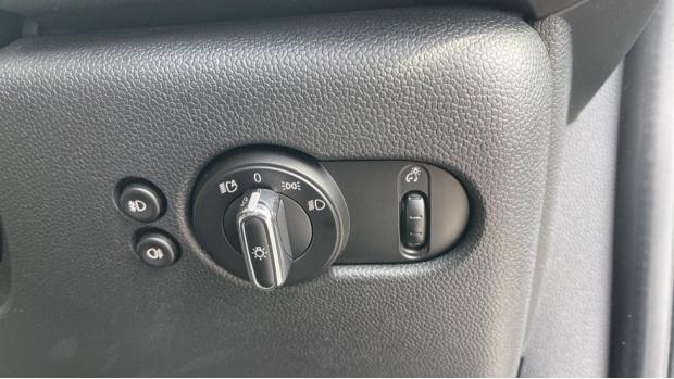 2017 MINI Cooper 3-door Hatch (Silver) - Image: 29