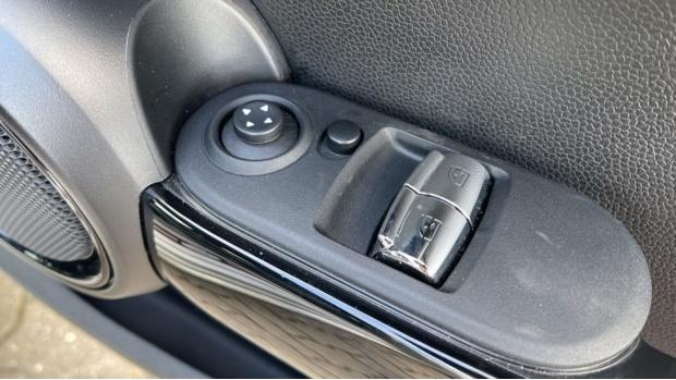 2017 MINI Cooper 3-door Hatch (Silver) - Image: 30