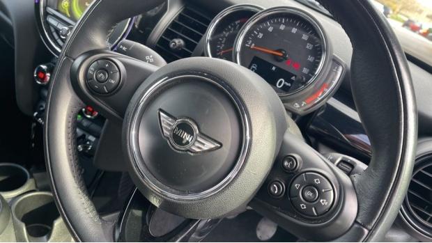 2017 MINI Cooper 3-door Hatch (Silver) - Image: 31