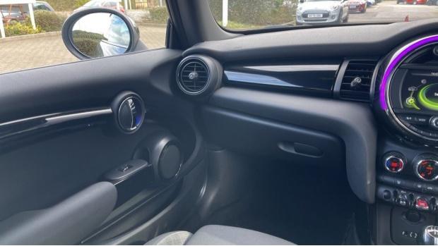2017 MINI Cooper 3-door Hatch (Silver) - Image: 40
