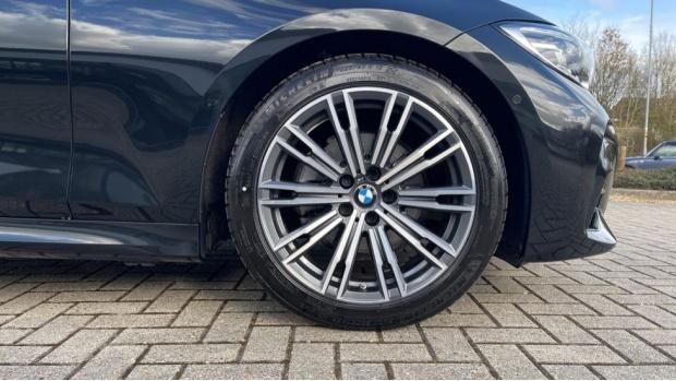 2020 BMW 320d M Sport Saloon (Black) - Image: 14