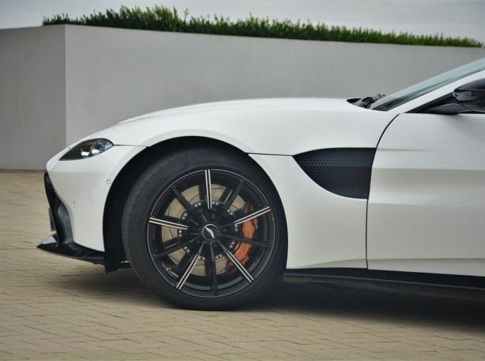 2019 Aston Martin V8 Auto 2-door (White) - Image: 29