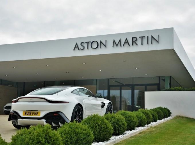 2019 Aston Martin V8 Auto 2-door (White) - Image: 33
