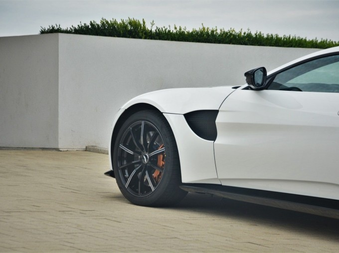 2019 Aston Martin V8 Auto 2-door (White) - Image: 35