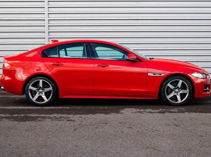 2018 Jaguar 2.0i R-Sport Auto 4-door (Red) - Image: 5