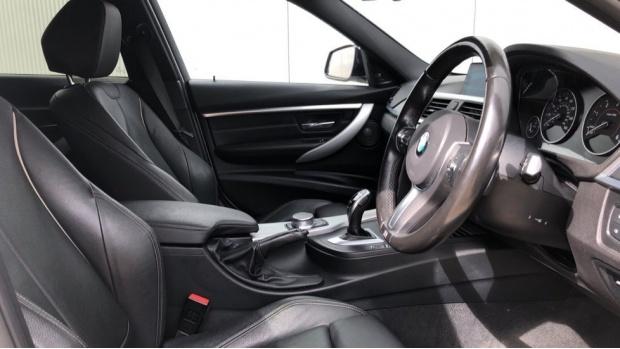 2017 BMW 320d M Sport Touring (White) - Image: 6