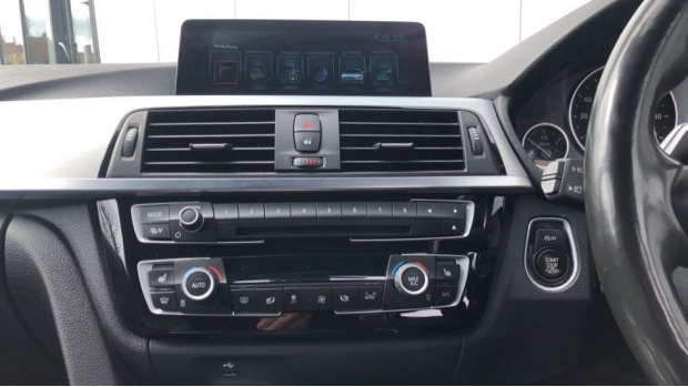 2017 BMW 320d M Sport Touring (White) - Image: 8