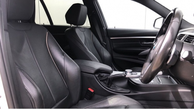 2017 BMW 320d M Sport Touring (White) - Image: 11