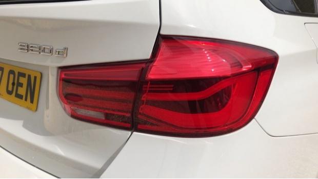 2017 BMW 320d M Sport Touring (White) - Image: 21
