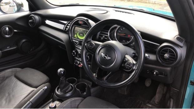 2017 MINI Cooper 3-door Hatch (Blue) - Image: 6