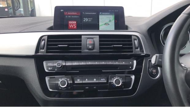 2019 BMW 118i M Sport Shadow Edition 3-door (Black) - Image: 8