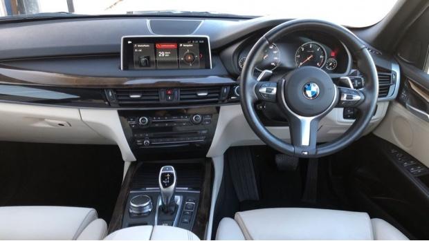 2018 BMW XDrive30d M Sport (Black) - Image: 4