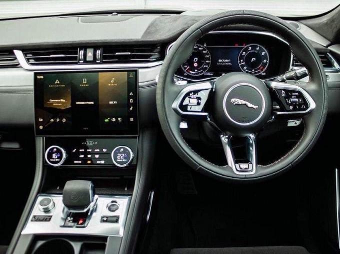 2021 Jaguar V8 SVR Quickshift 5-door (Black) - Image: 10