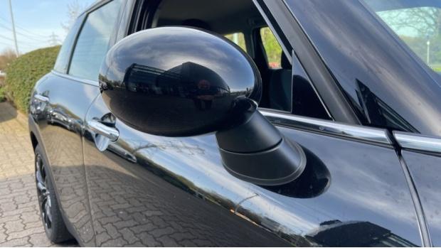 2017 MINI Cooper Black Clubman (Black) - Image: 26