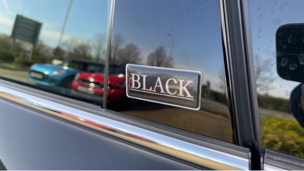 2017 MINI Cooper Black Clubman (Black) - Image: 31