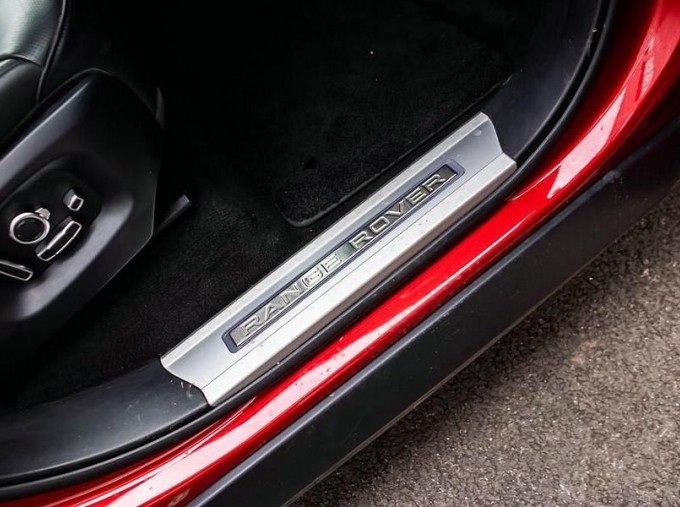 2017 Land Rover SD V8 Autobiography Dynamic CommandShift 2 5-door (Red) - Image: 14