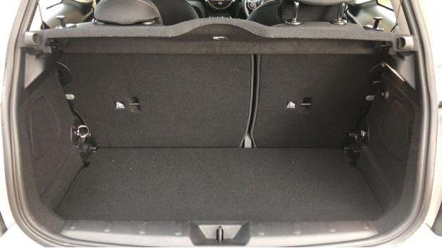 2018 MINI 3-door Cooper Classic (Silver) - Image: 13