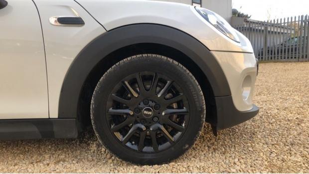 2018 MINI 3-door Cooper Classic (Silver) - Image: 14