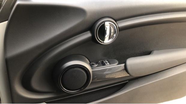 2018 MINI 3-door Cooper Classic (Silver) - Image: 20