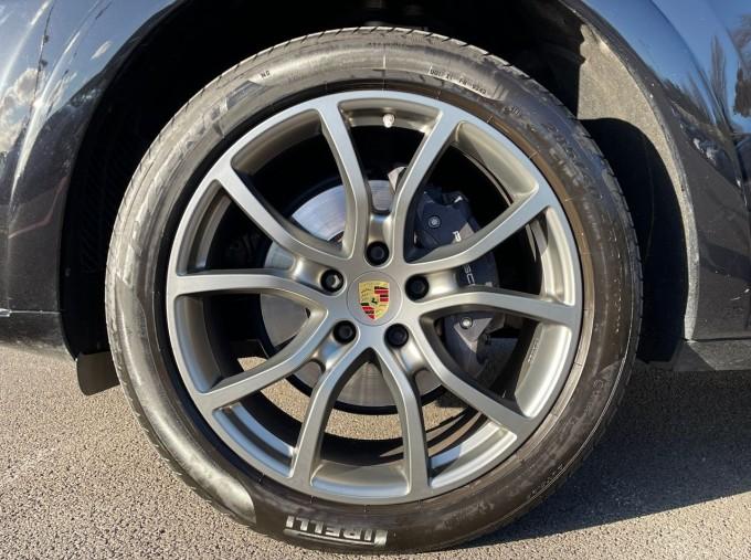 2019 Porsche V6 Tiptronic 4WD 5-door (Black) - Image: 4