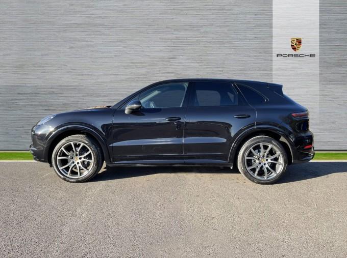 2019 Porsche V6 Tiptronic 4WD 5-door (Black) - Image: 5
