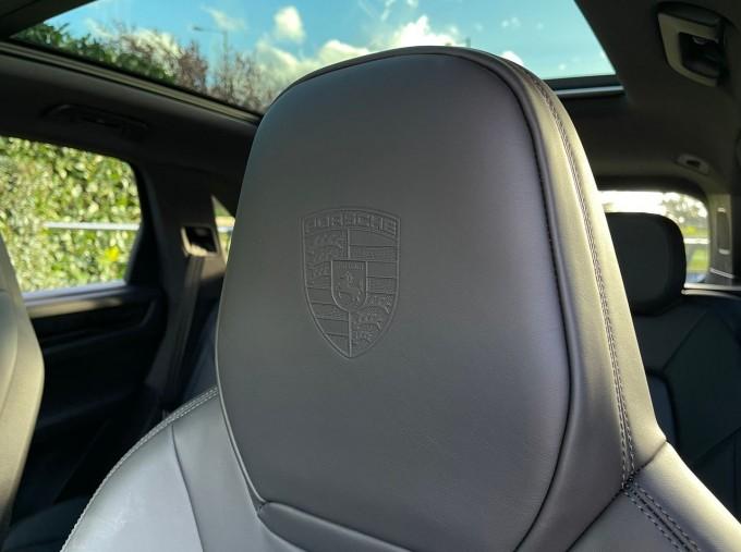 2019 Porsche V6 Tiptronic 4WD 5-door (Black) - Image: 15