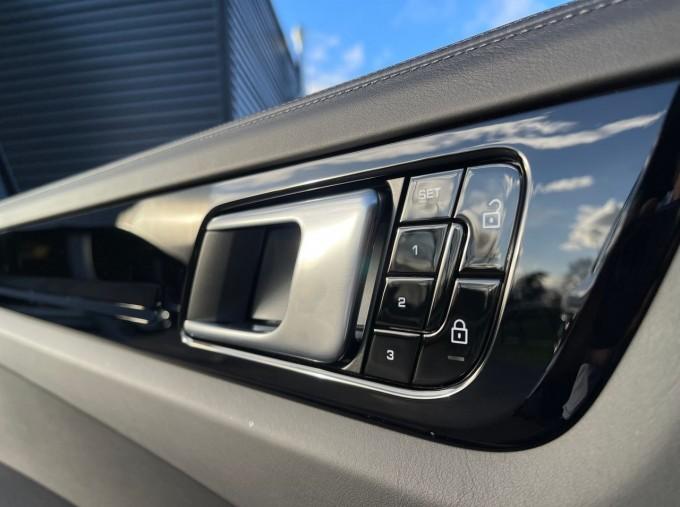 2019 Porsche V6 Tiptronic 4WD 5-door (Black) - Image: 16
