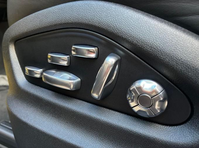 2019 Porsche V6 Tiptronic 4WD 5-door (Black) - Image: 18