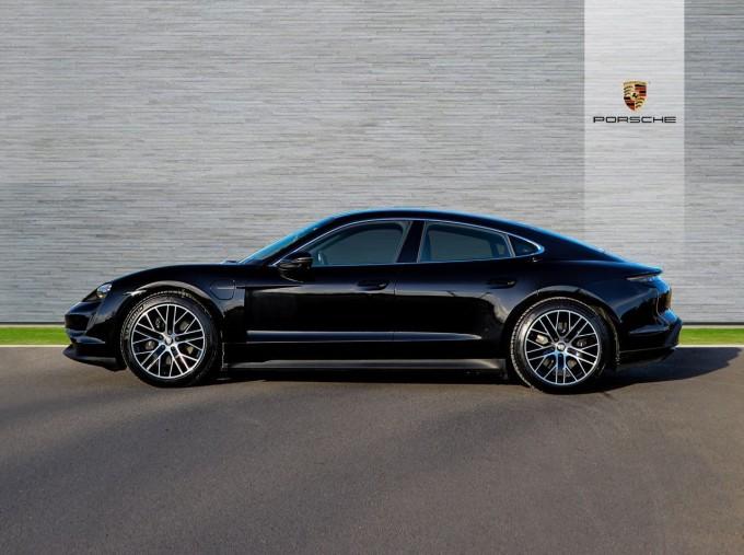 2021 Porsche 93.4kW Performance Auto 4-door (Black) - Image: 5