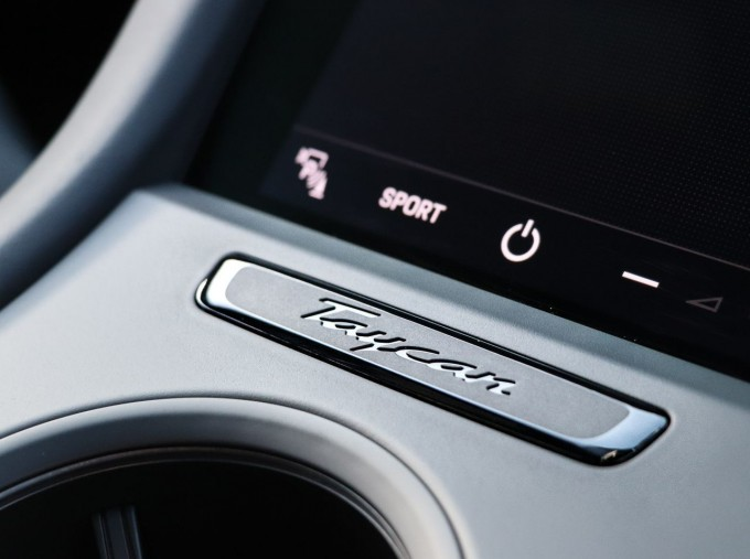 2021 Porsche 93.4kW Performance Auto 4-door (Black) - Image: 16
