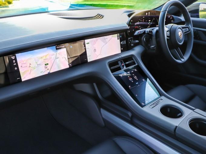2021 Porsche 93.4kW Performance Auto 4-door (Black) - Image: 25