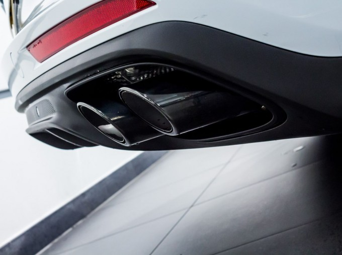 2021 Porsche V6 E-Hybrid 14kWh 4 PDK 4WD 4-door (White) - Image: 14