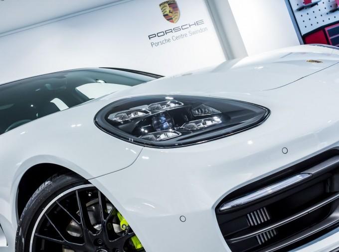 2021 Porsche V6 E-Hybrid 14kWh 4 PDK 4WD 4-door (White) - Image: 22