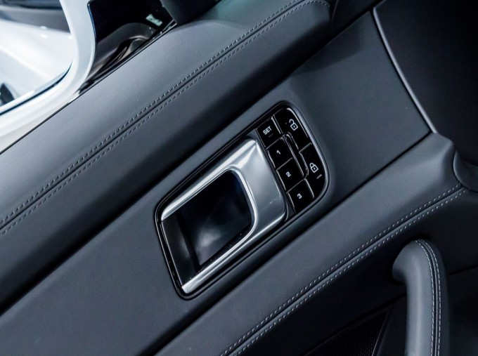 2021 Porsche V6 E-Hybrid 14kWh 4 PDK 4WD 4-door (White) - Image: 34